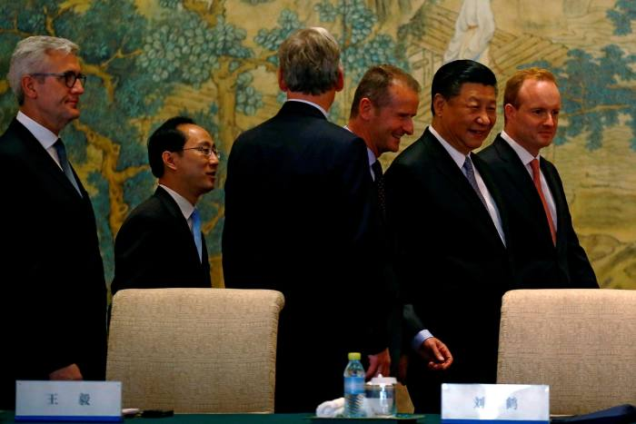 Chinese President Xi Jinping walks alongside Merlin Swire at Global CEO Council annual panel discussion in Beijing in 2018
