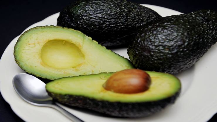 File photo dated 21/02/13 of avocados on a plate. Mary Berry could find herself on the wrong side of avocado fans after insisting it does not belong on toast. PRESS ASSOCIATION Photo. Issue date: Tuesday February 20, 2018. The former Great British Bake Off judge, 82, said she is not on board with the trendy treat and said the fruit would be better in a prawn cocktail. See PA story SHOWBIZ Berry. Photo credit should read: Nick Ansell/PA Wire