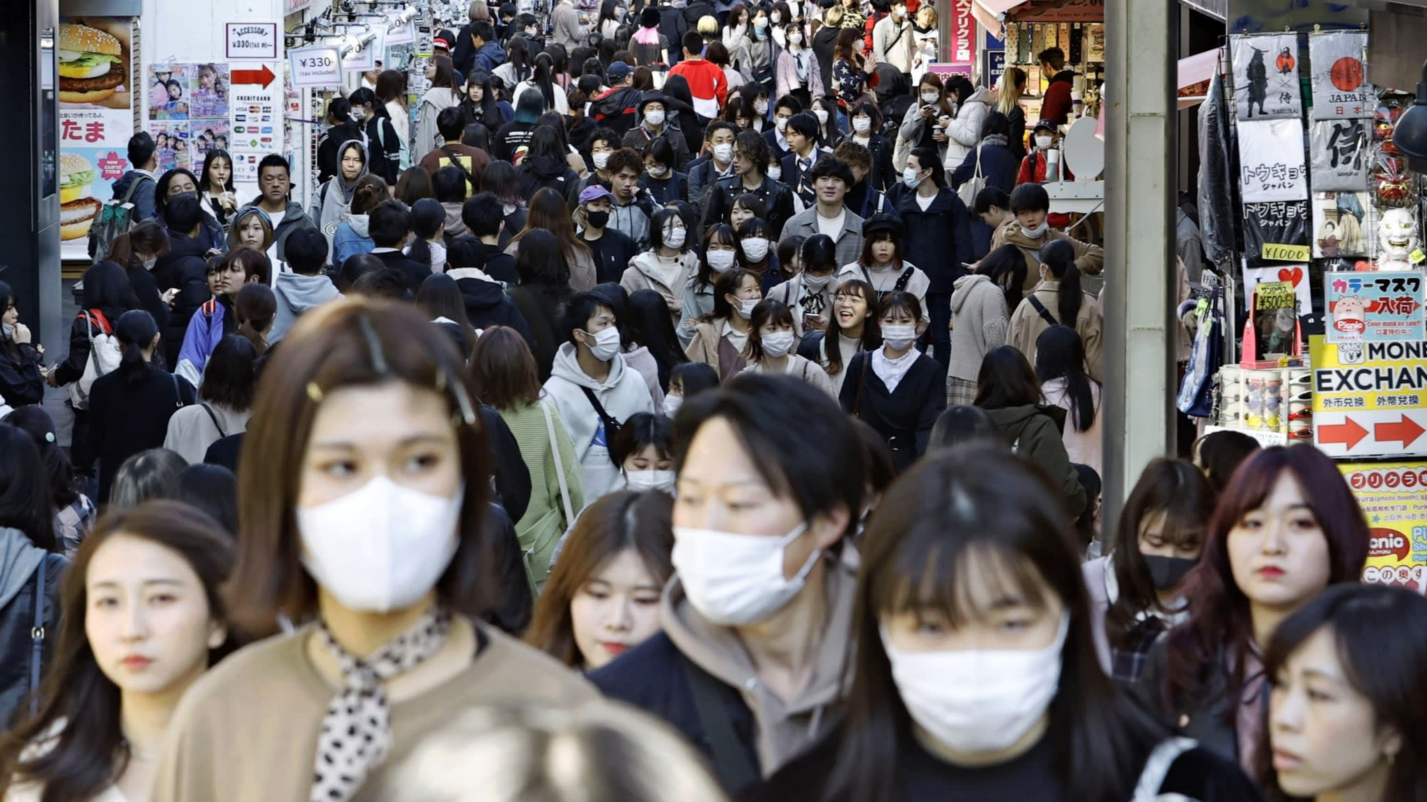 Japan coronavirus cases top 10,000, driven by younger patients ...