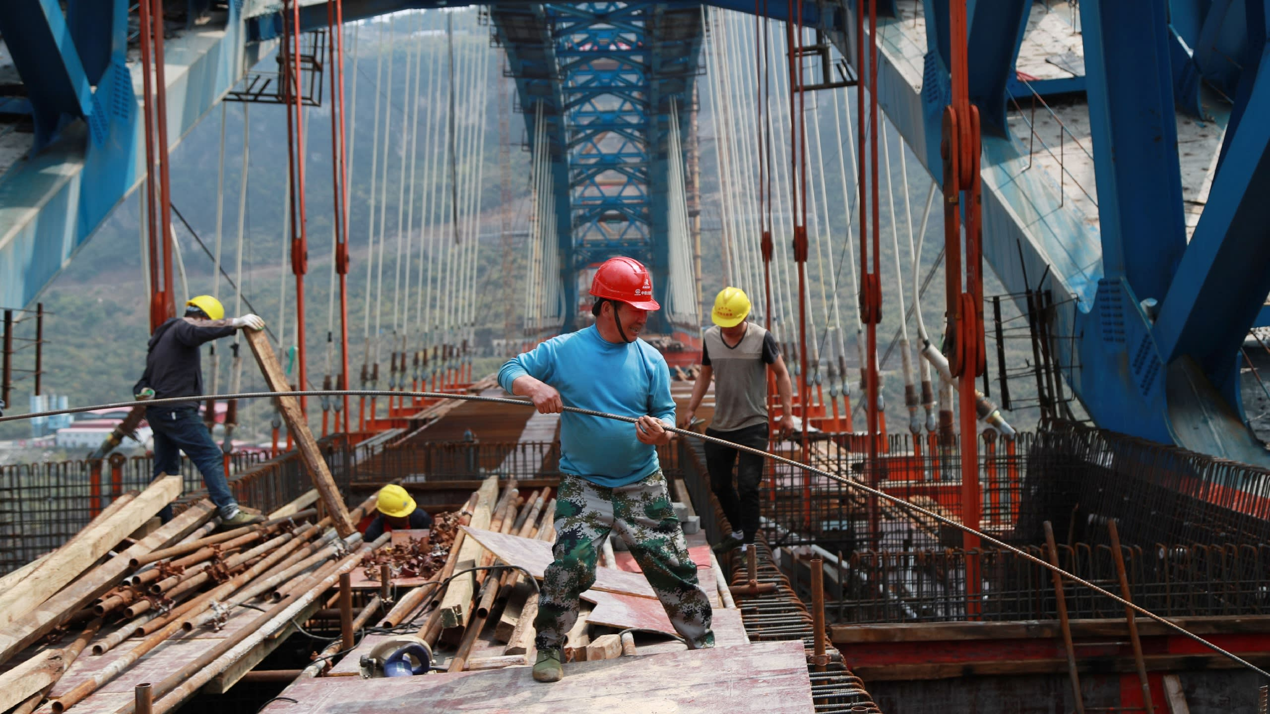 Chinese authorities directed state banks to expand lending for infrastructure projects and small businesses in August.