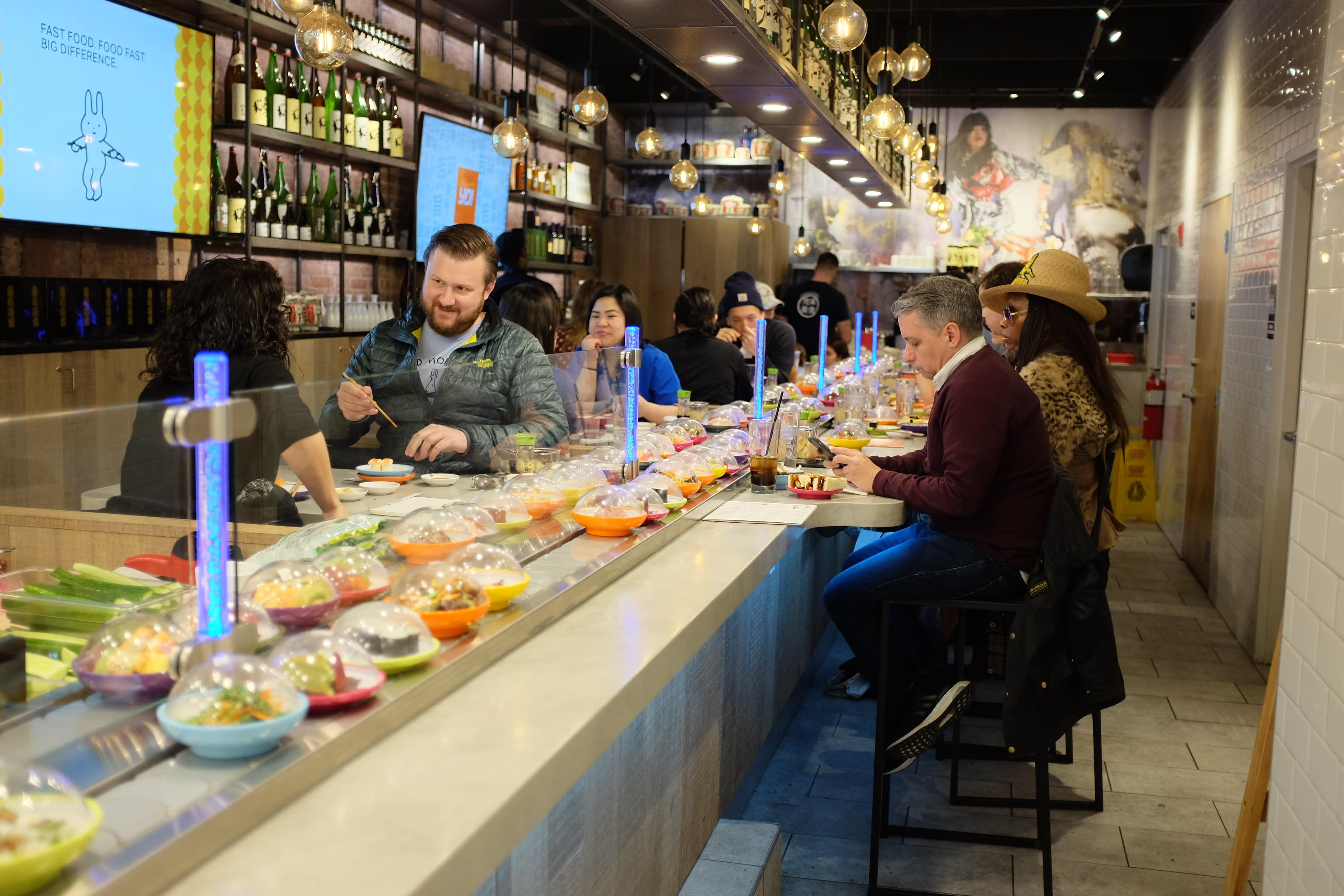 Conveyor-belt sushi rolls again in New York - Nikkei Asian Review