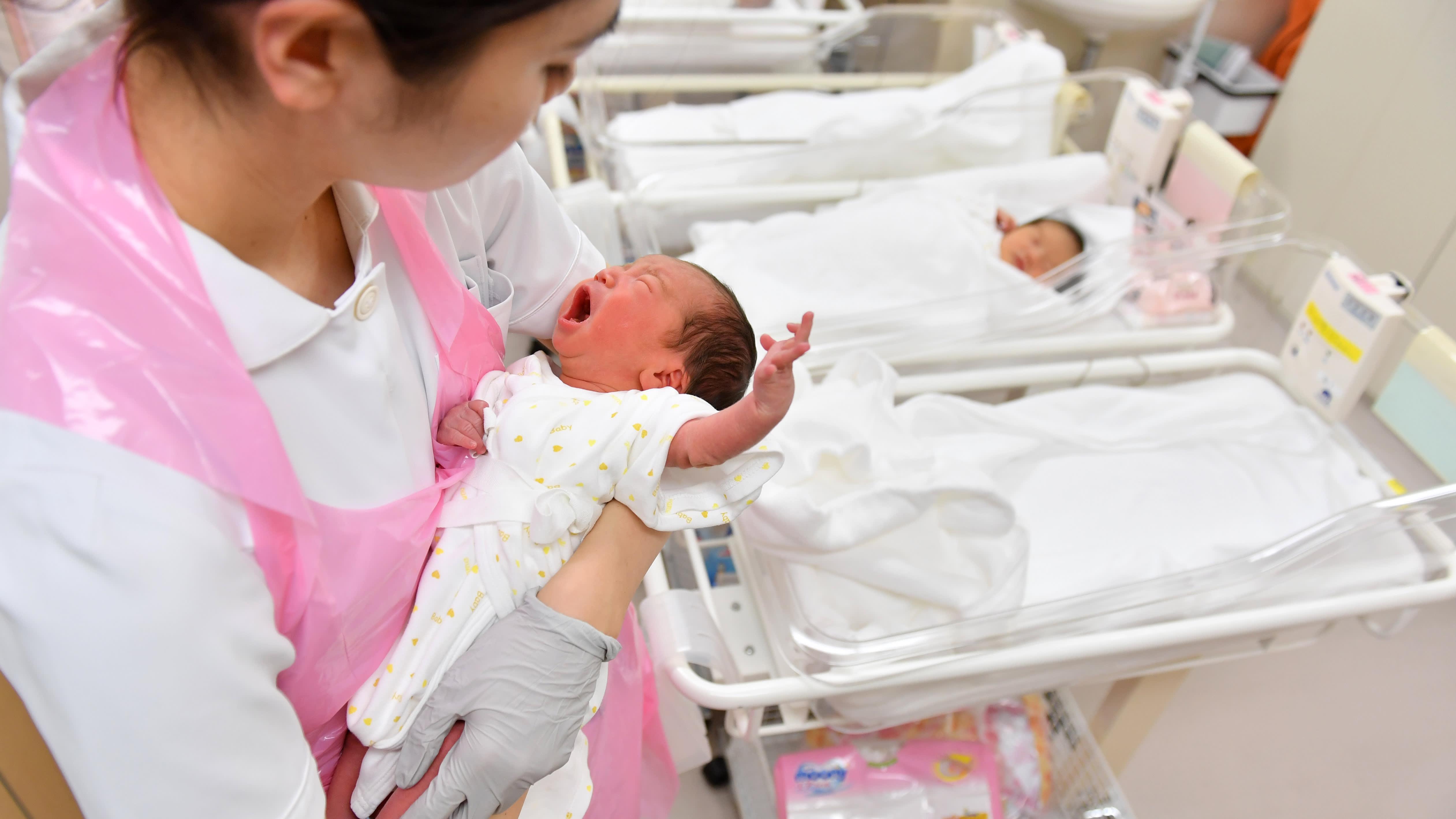 تمر اليابان بأدنى معدل للولادات منذ 120 عاماً | الصورة تعبيرية عبر صحيفة آسيا نيكيه
