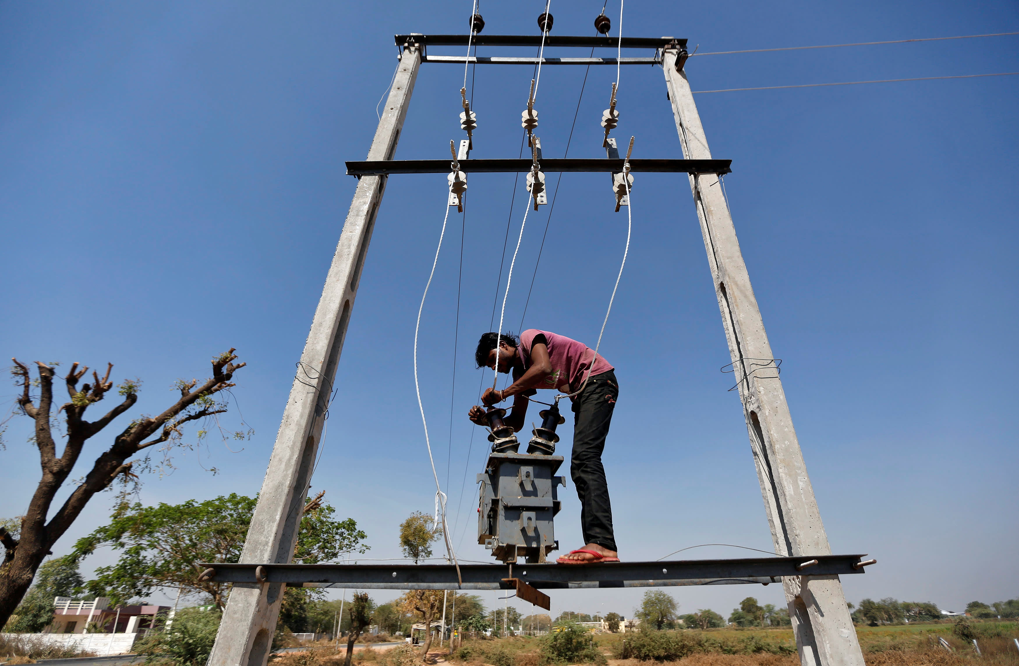 Many Indian villagers still waiting for promised electricity ...