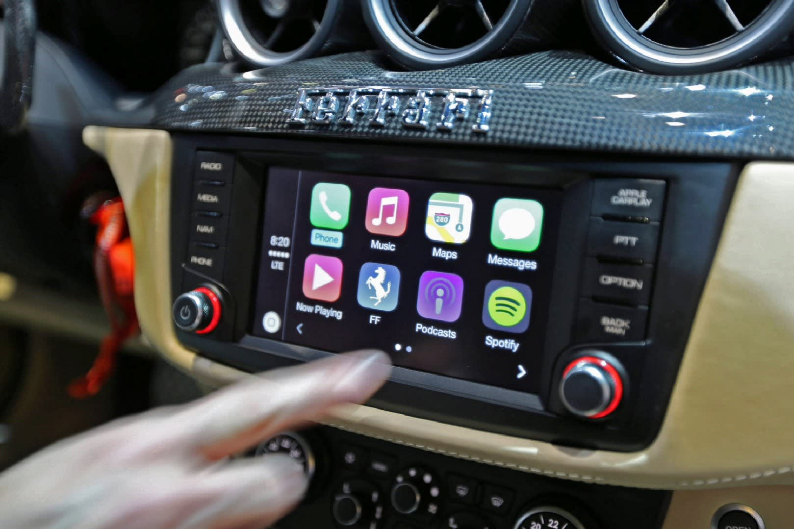 Alpine To Sell Console For Apple S In Car Infotainment System