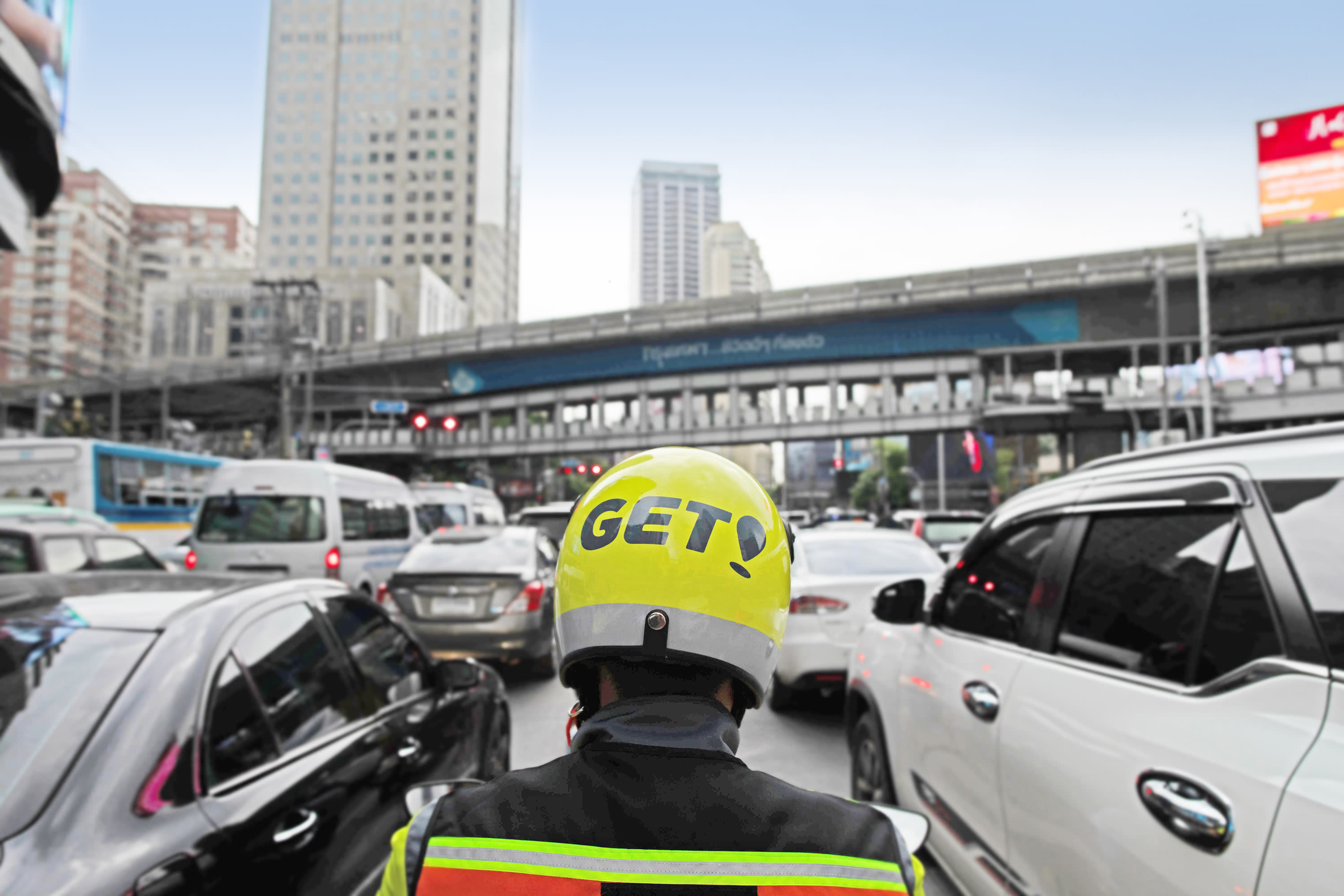 A Get driver delivers food in Bangkok. The Thai food delivery market looks to grow at least 11% annually, given heavy traffic congestion.  Image: Get Thailand