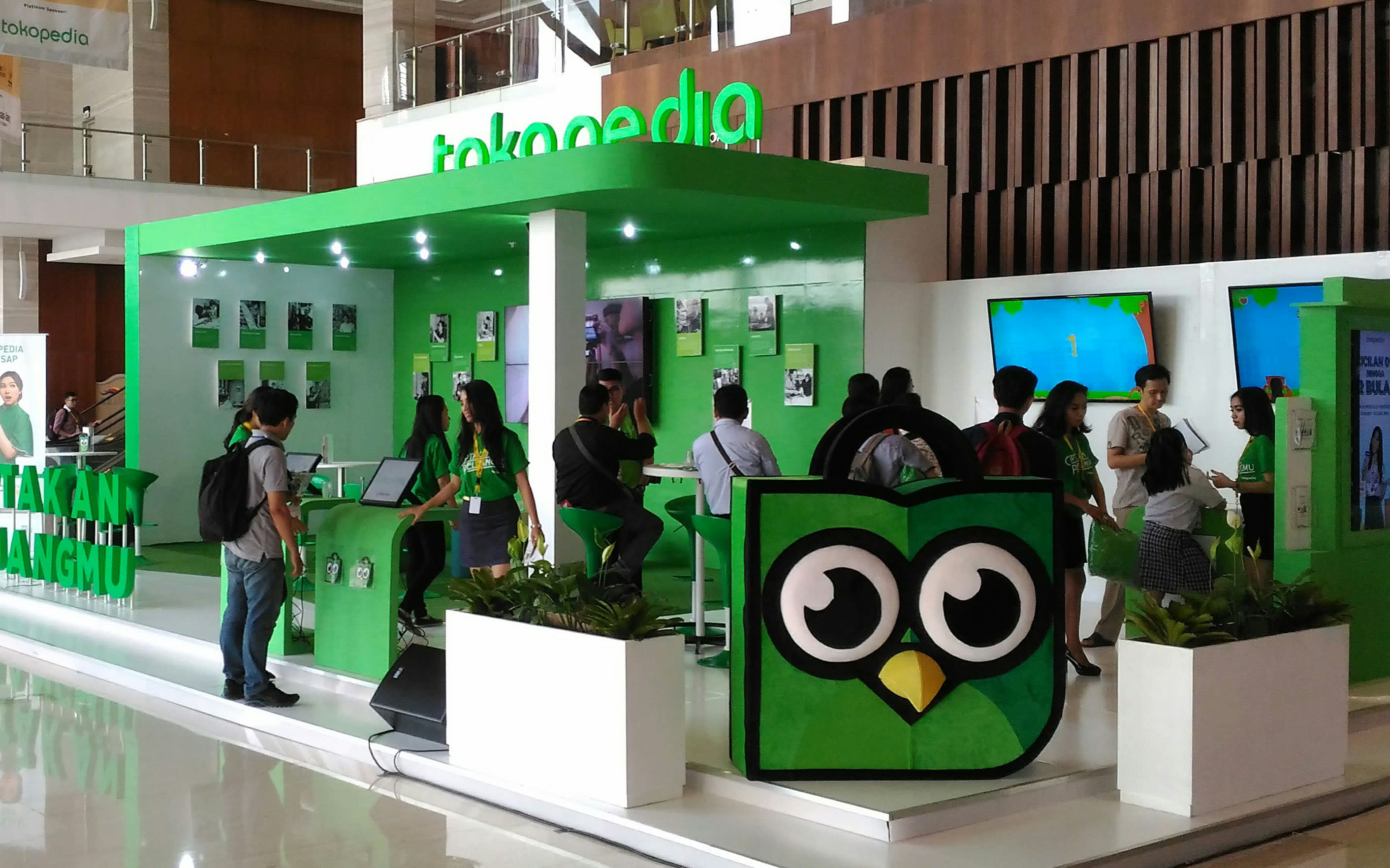 Online marketplace Tokopedia last year overtook Lazada Indonesia as the country's most popular internet shop. Image: Erwida Maulia/Nikkei Asian Review