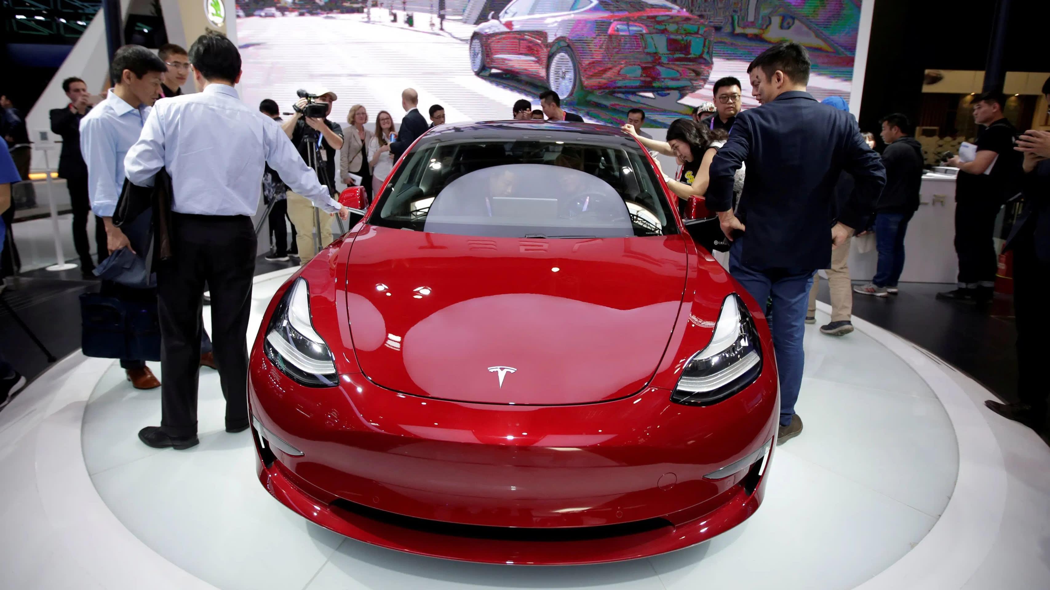 Tesla and Panasonic freeze spending on $4 5bn Gigafactory