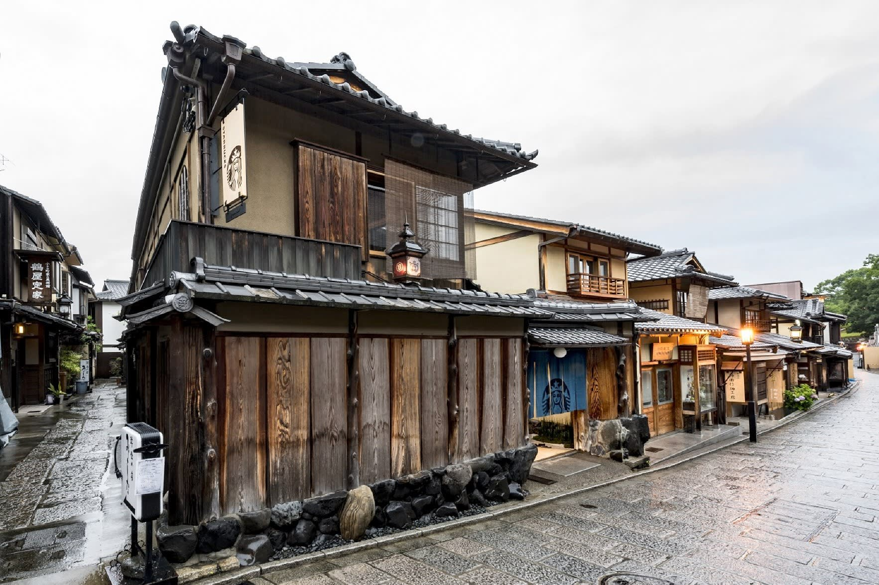 Starbucks japan evokes tradition and history with unique designs