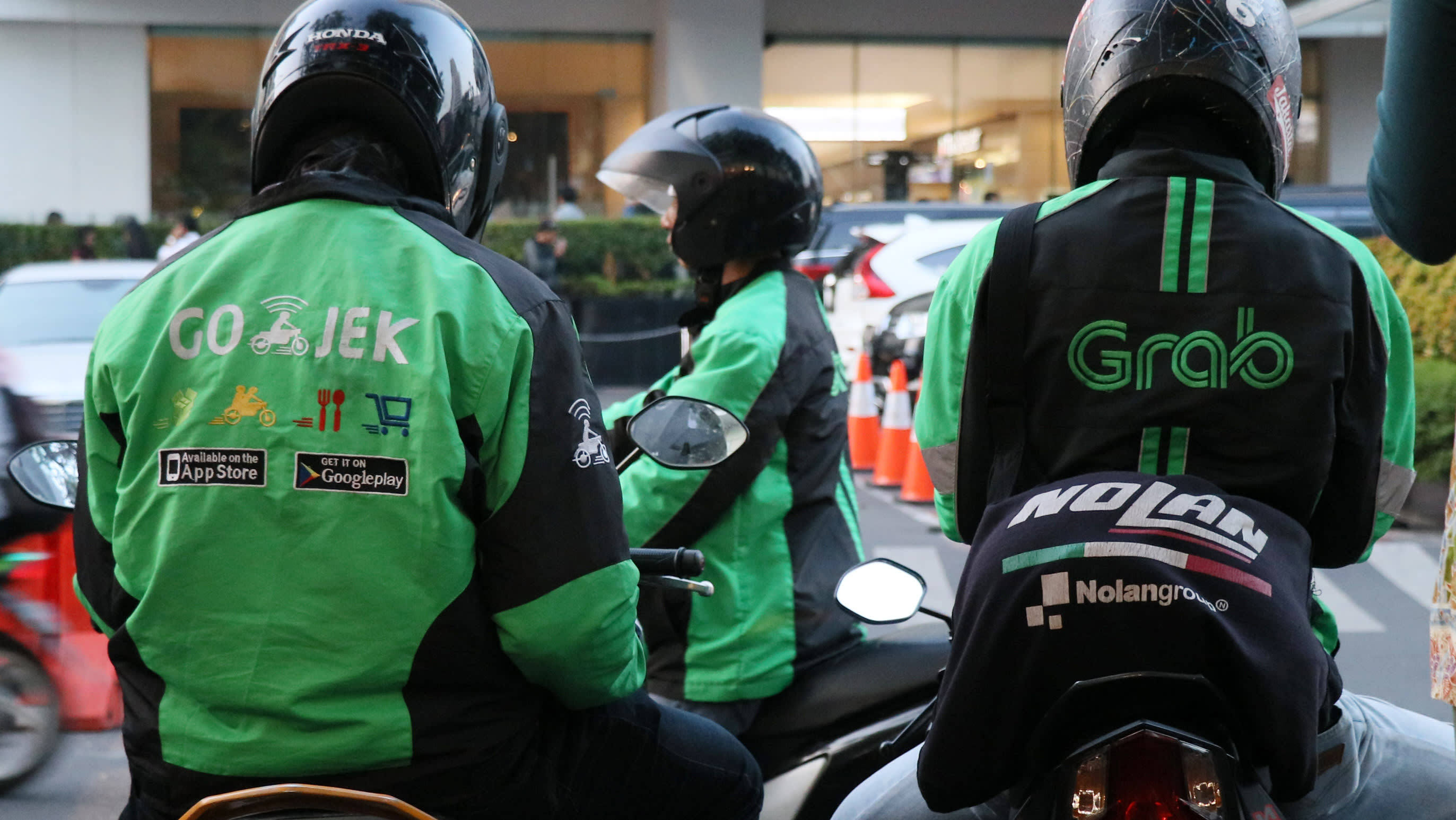 Uber's Indonesia Exit Sets Off Driver Hunt By Grab And Go
