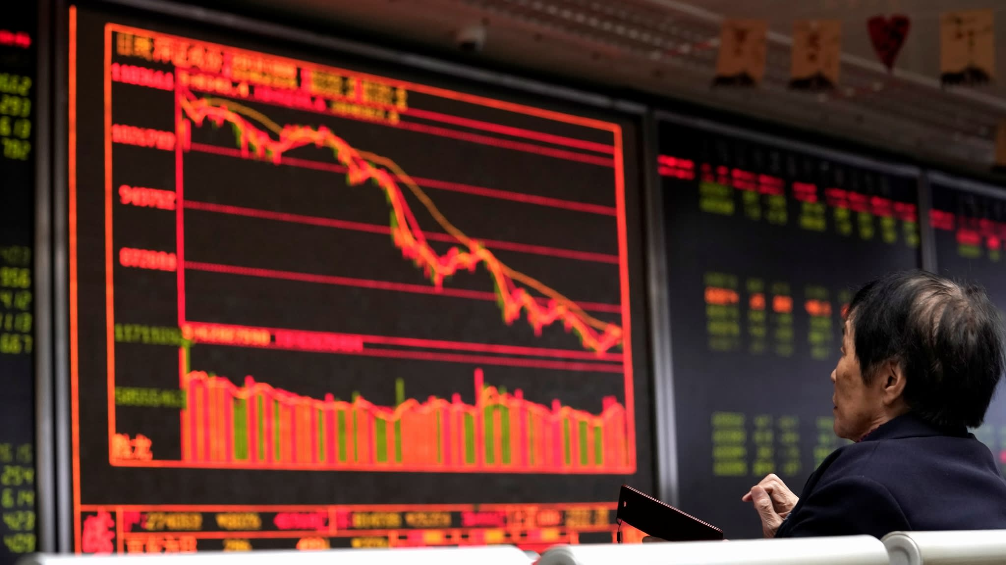 Investors flee Chinese stocks as negativity engulfs market