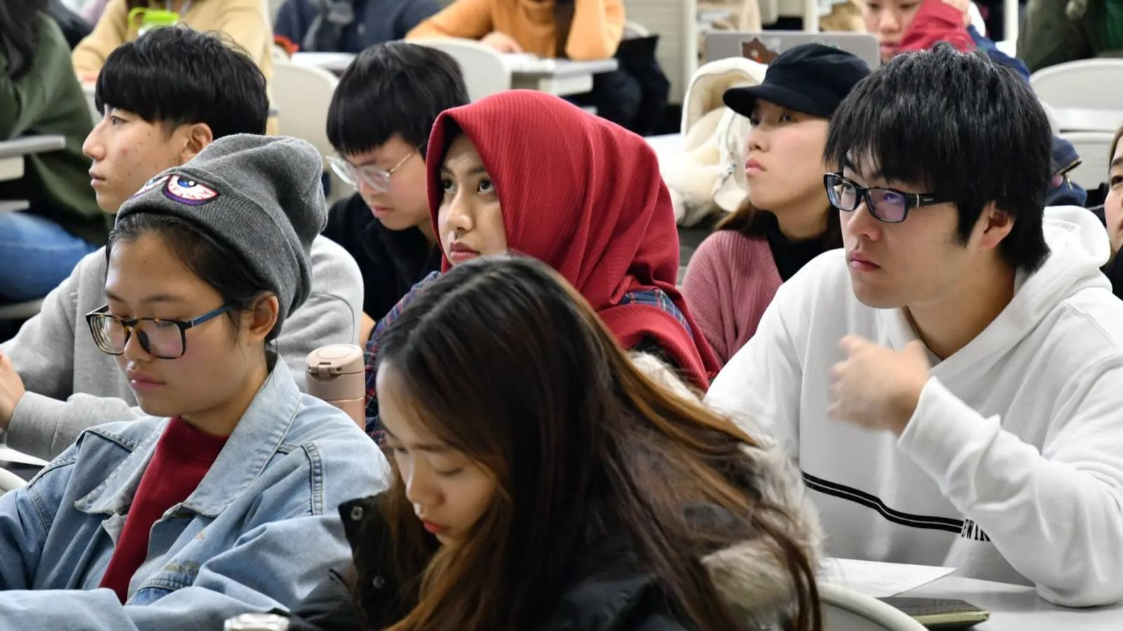 Students from abroad make up about half the enrollment at Ritsumeikan Asia Pacific University in Japan's Oita Prefecture. (Photo by Mitsunori Narabu)