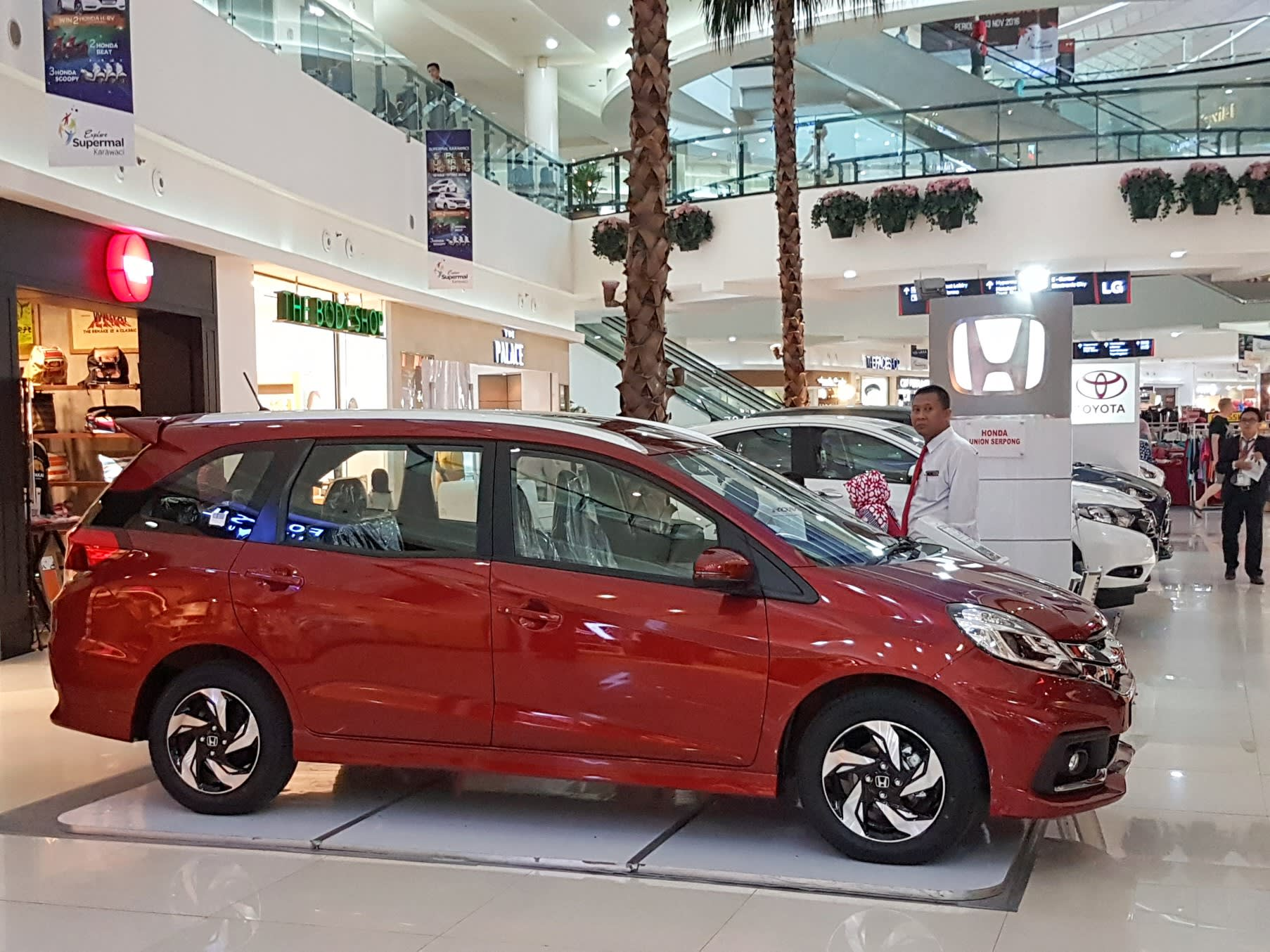 Low-cost green cars leading sales rally in Indonesia - Nikkei Asian ...