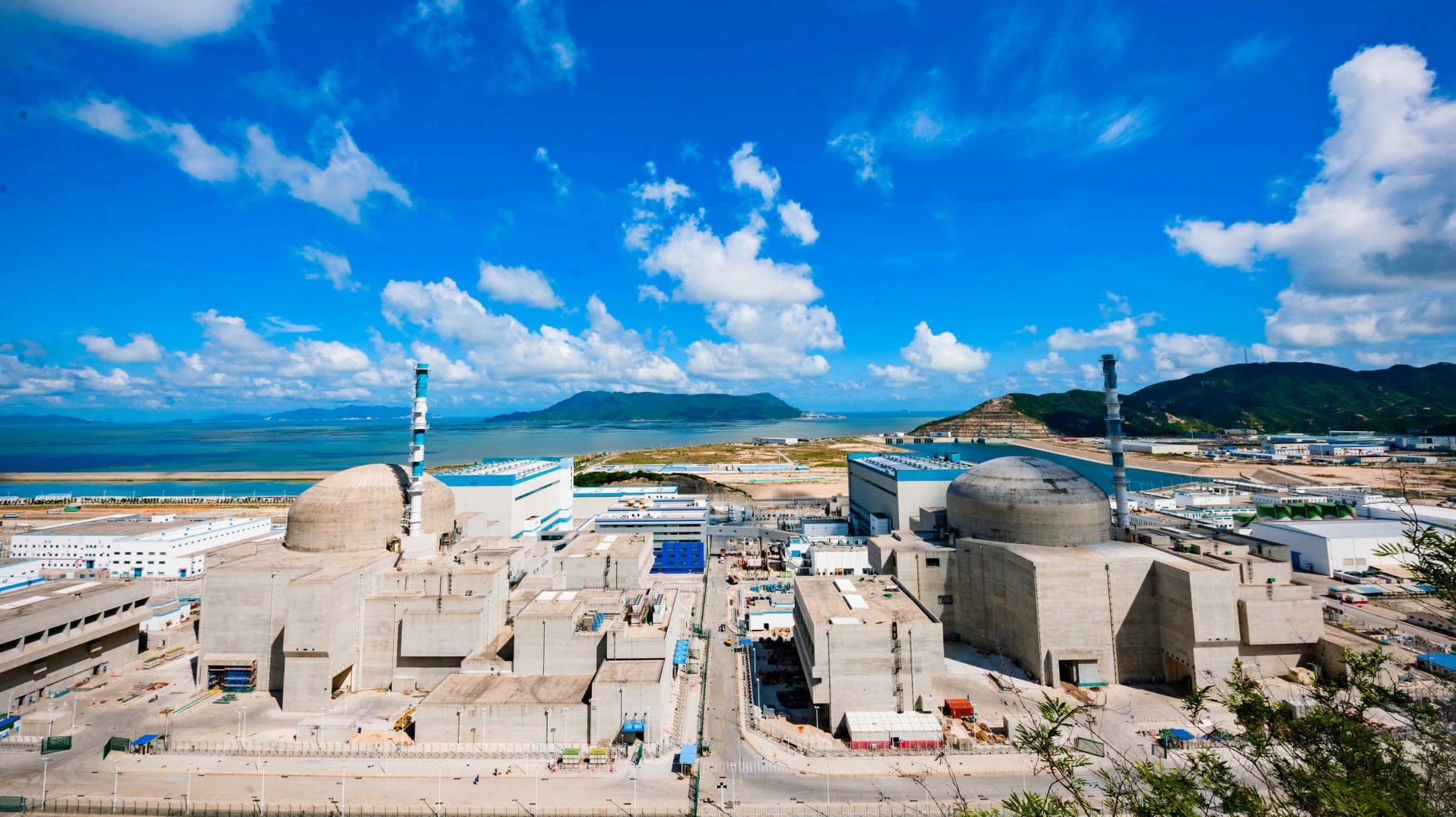The No. 1 reactor at China General Nuclear Power's Taishan plant became the world's first operational European-style water pressure reactor on Friday.