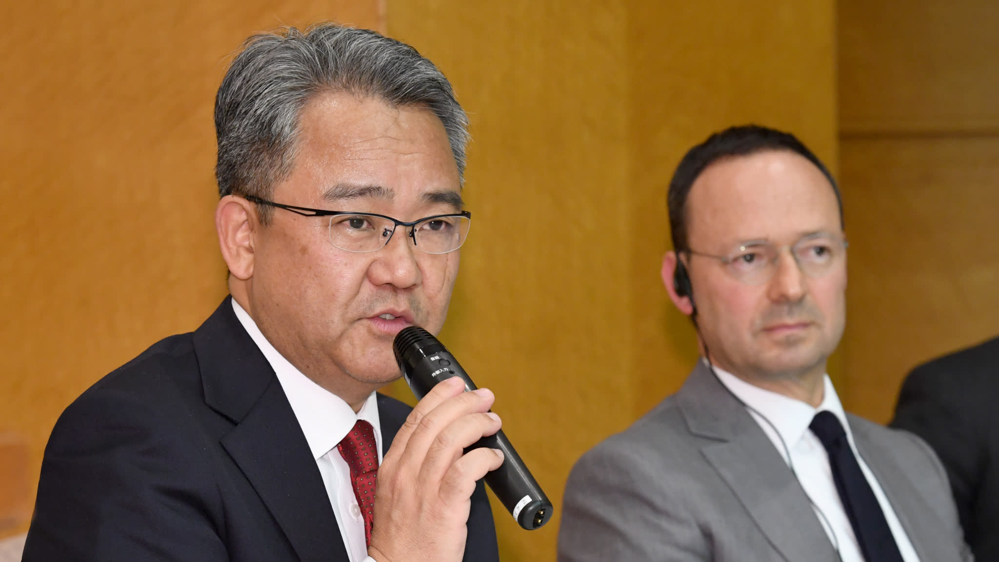 Pioneer President Koichi Moriya, left, and Baring Private Equity Asia CEO Jean Eric Salata speak to reporters in Tokyo. (Photo by Karina Noka)