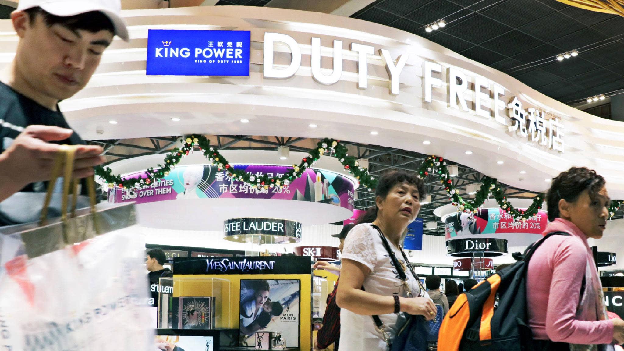 b208fe40a3c1ca A King Power duty-free shop at Suvarnabhumi Airport in Bangkok. (Photo by  Shinya Sawai). BANGKOK -- Thai travel retailer ...
