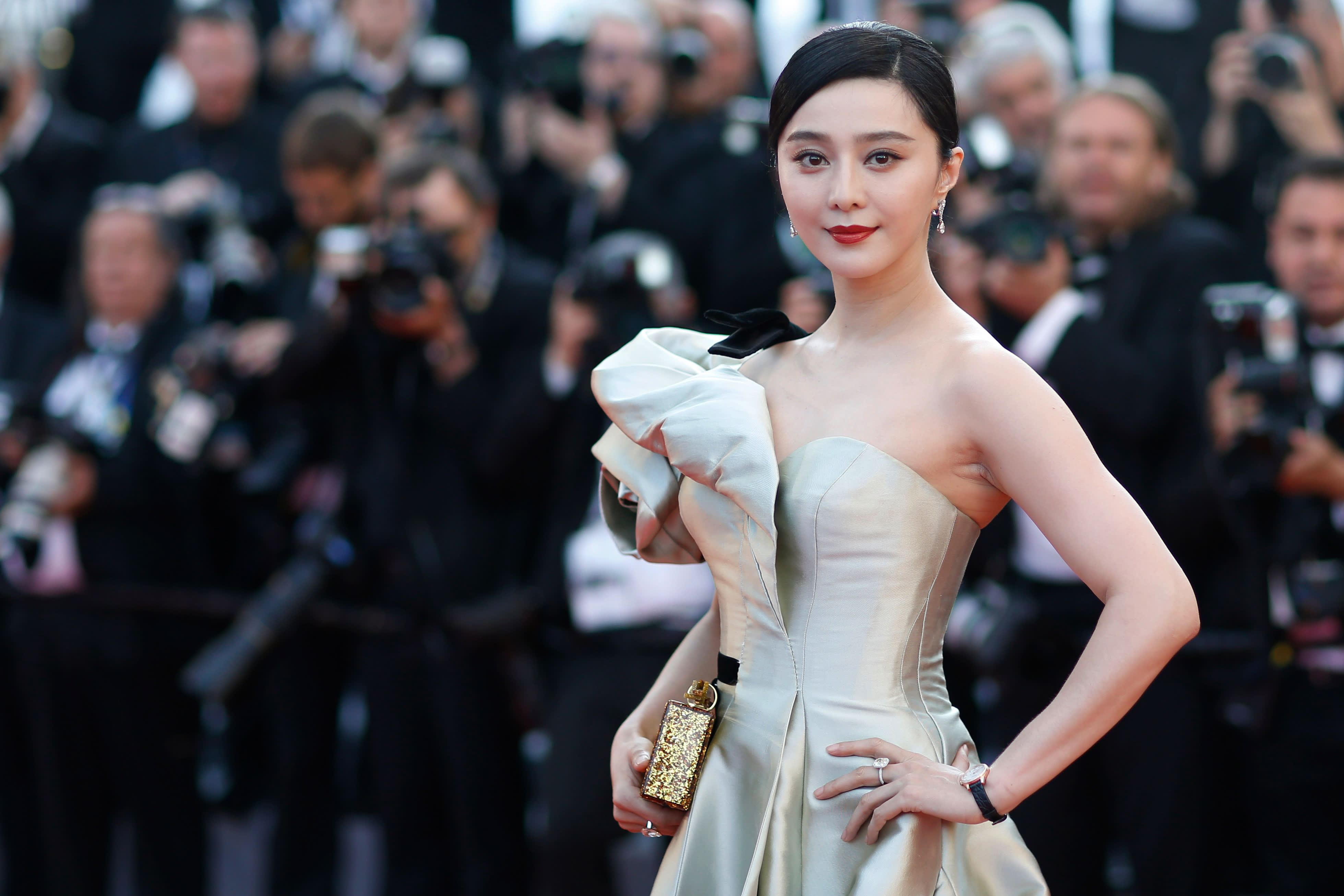 Chinese Actress Fan Bingbing Hit With M Tax Bill