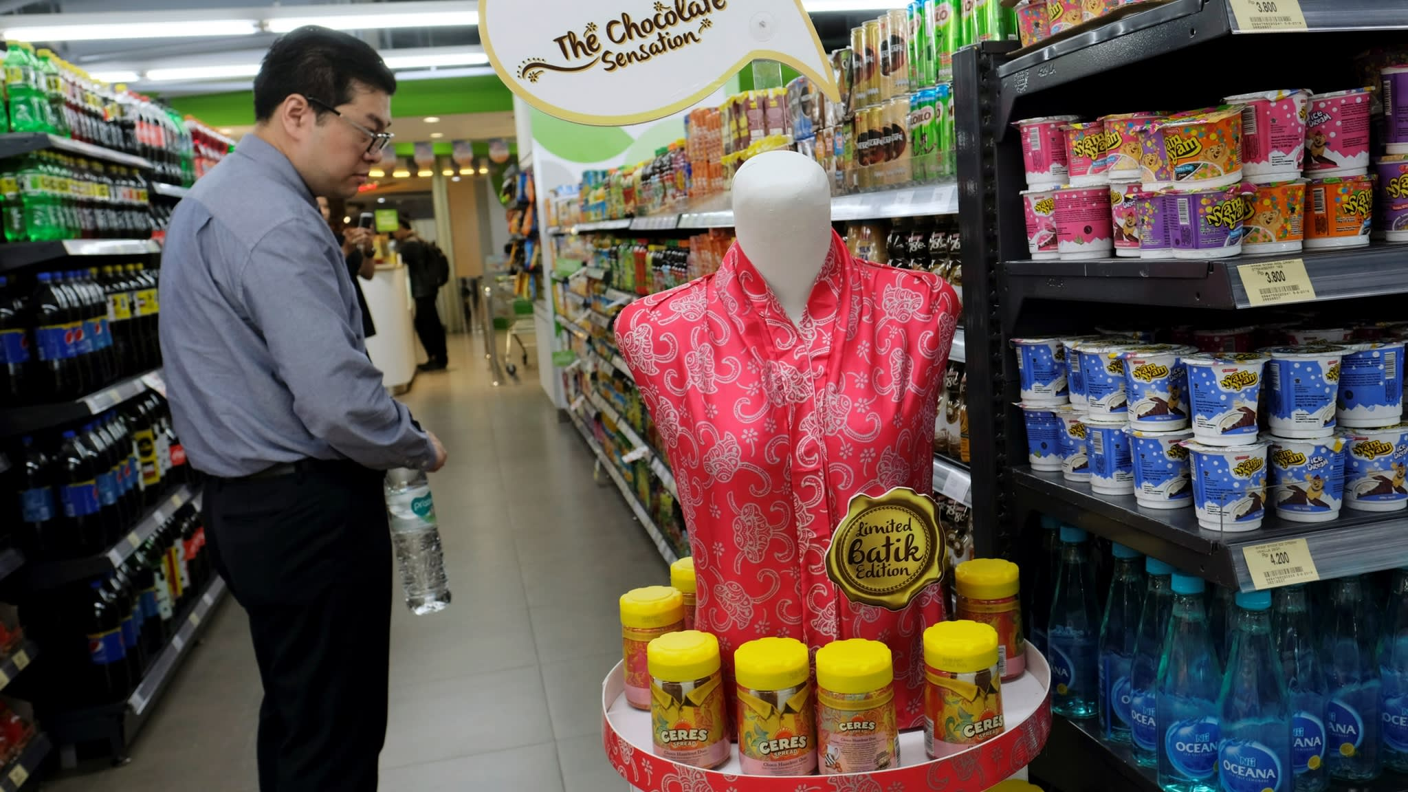 Indonesia aims to raise import tariffs on 900 consumer items