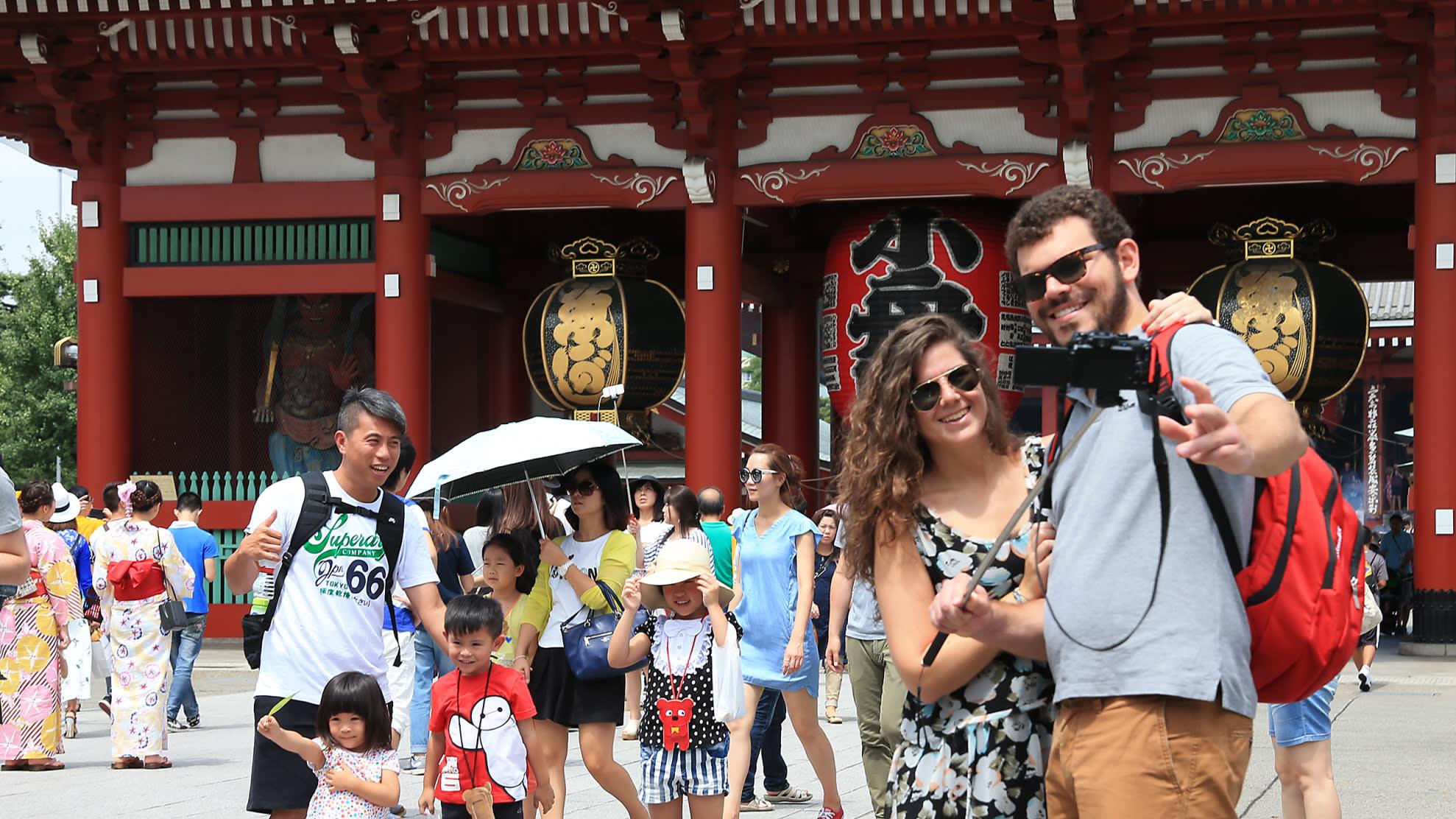 979a34600 Tourists to Japan top 20m