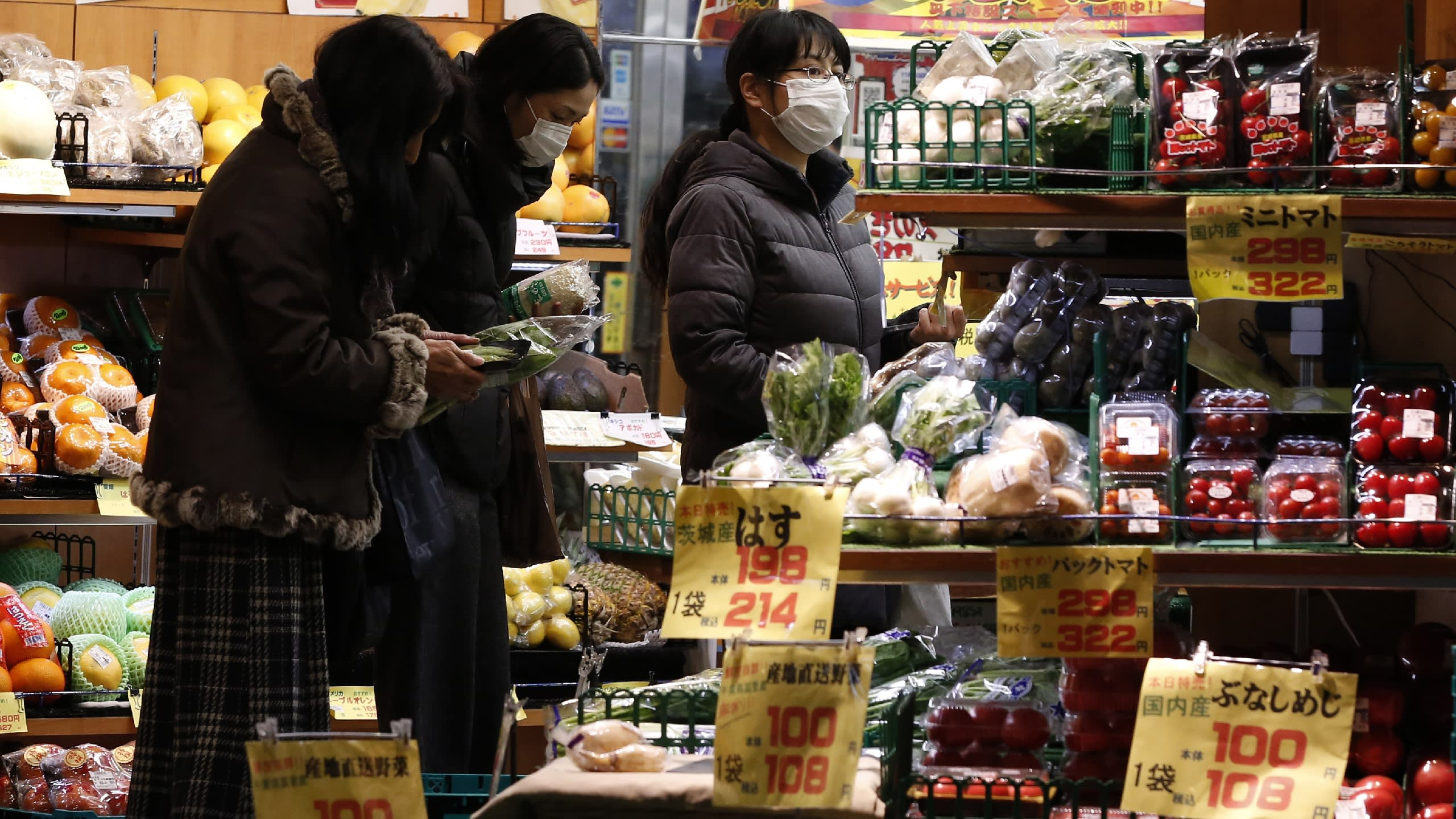 A separate tax rate for food and beverages could cause confusion in Japan's supermarkets if they are not prepared by next October.