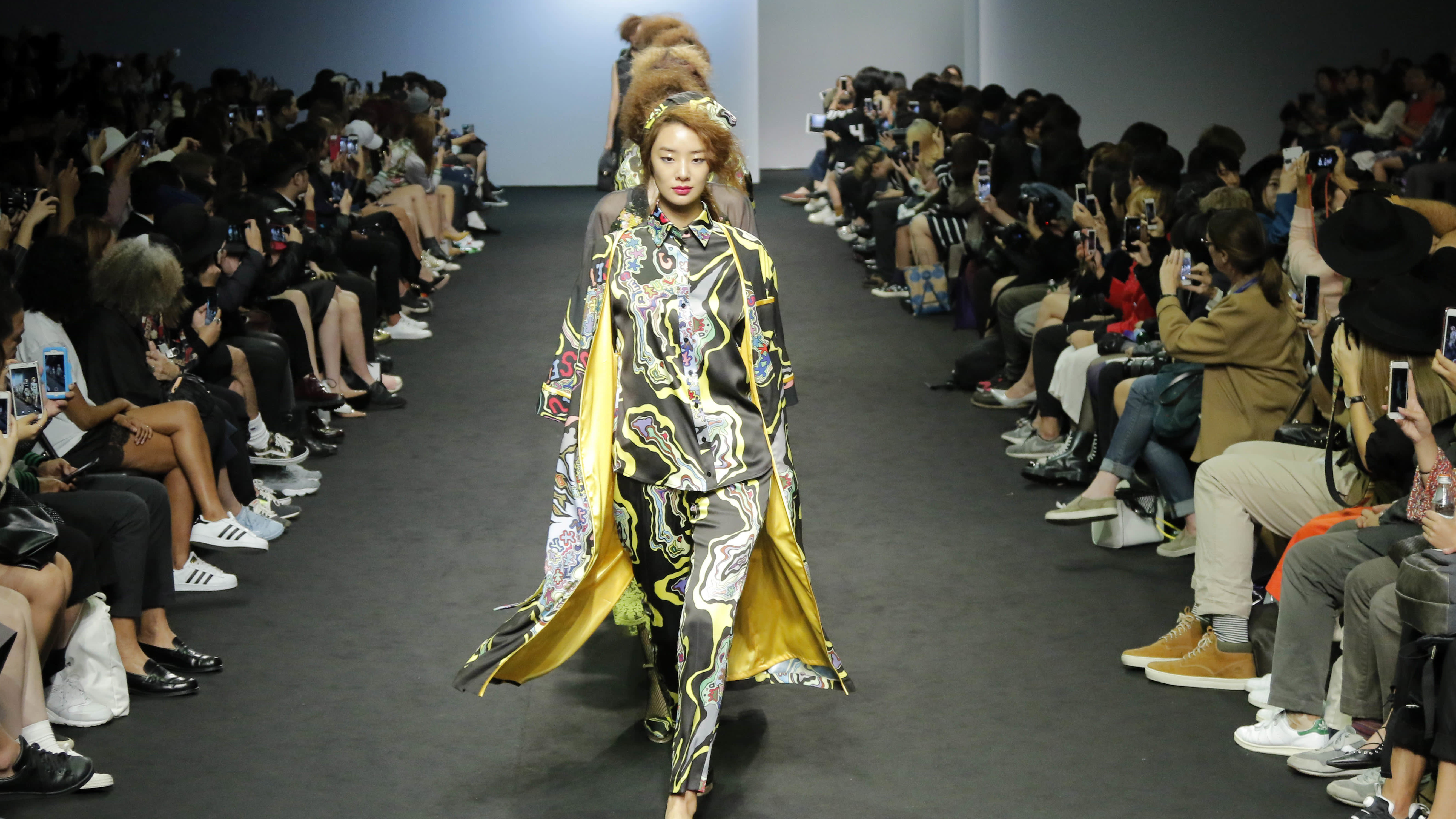 South Korean Cool Clothes Are Hot Sellers In Japan Nikkei Asian Review