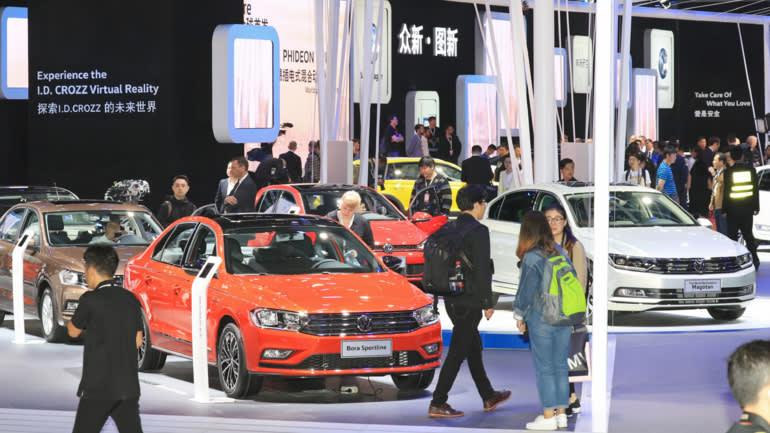 Weak sales of automobiles were a factor behind China's sluggish consumer spending. (Photo by Akira Kodaka)