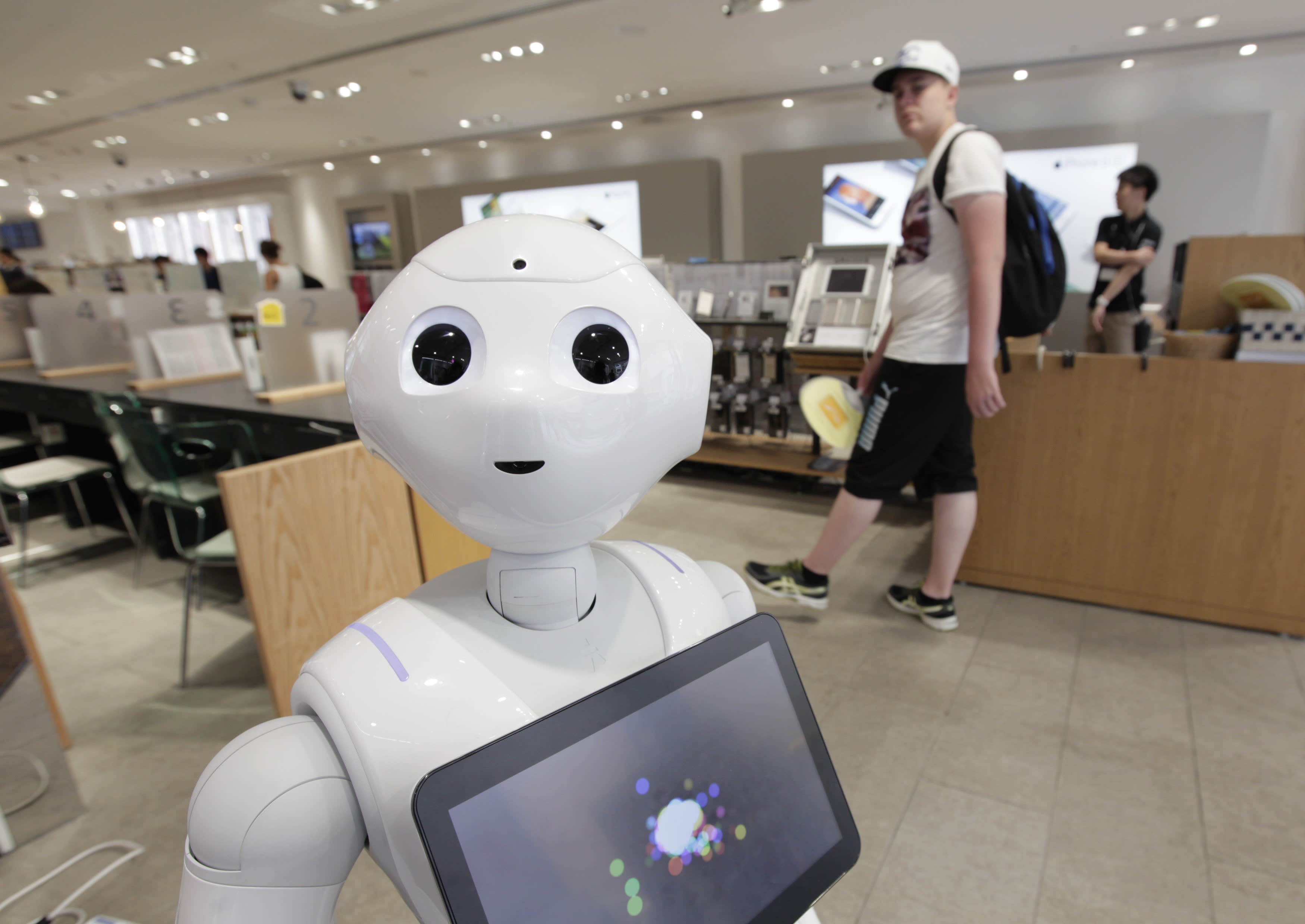 Consumers back human advisers over robos