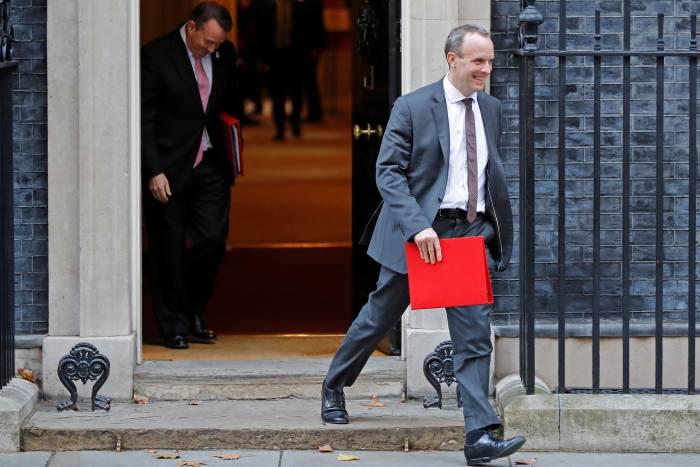 Pound tumbles amid Brexit resignations