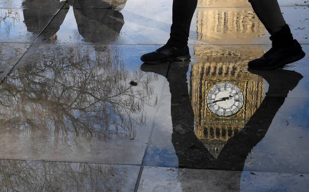MPs fight advisers' corner over fees