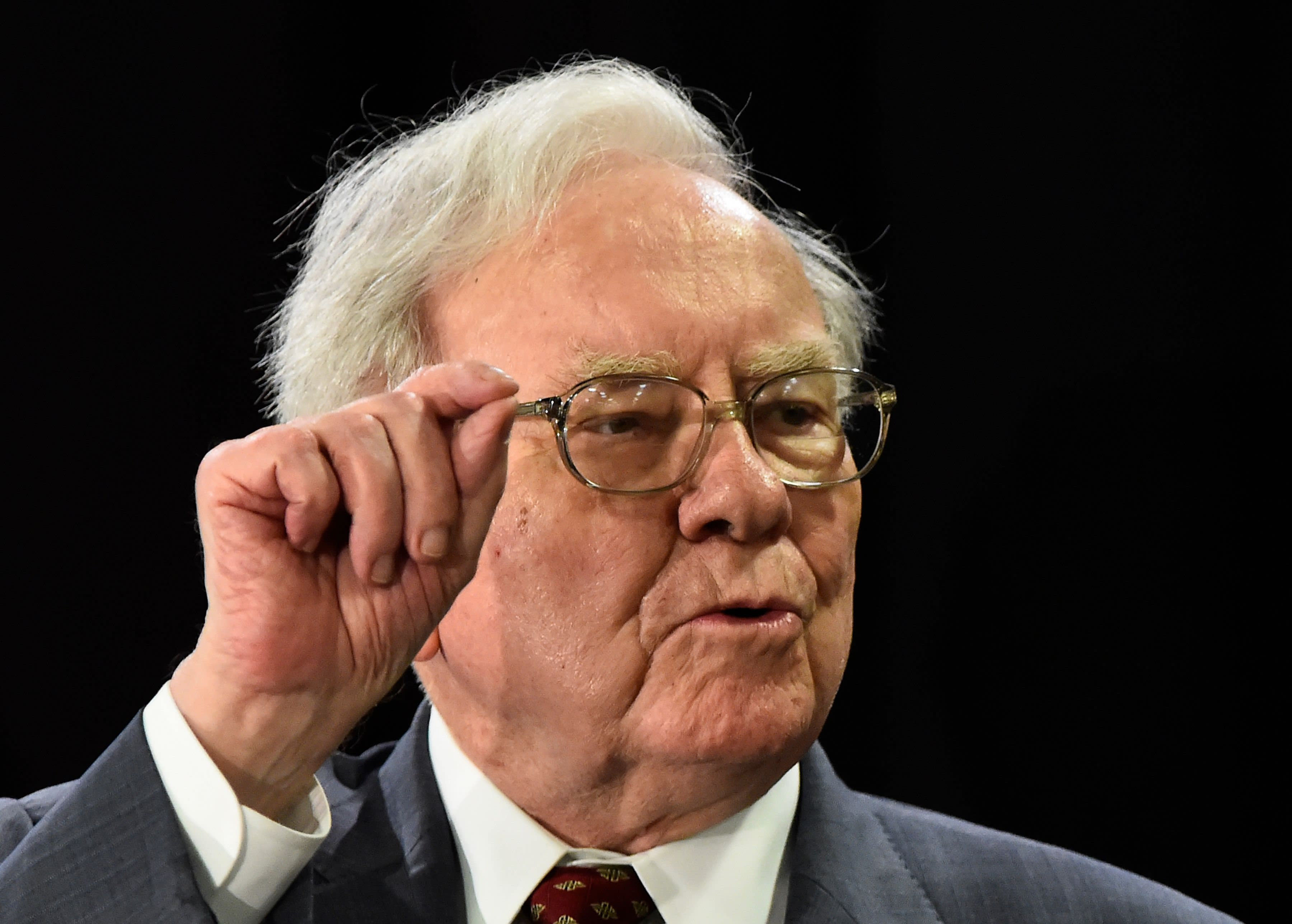 How 'Warren Buffett method' can be boost for income seekers