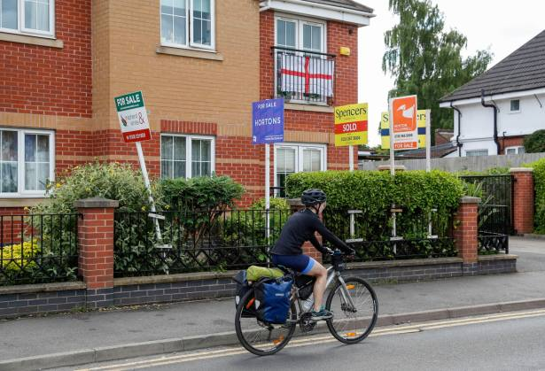 House prices will 'gradually deflate'
