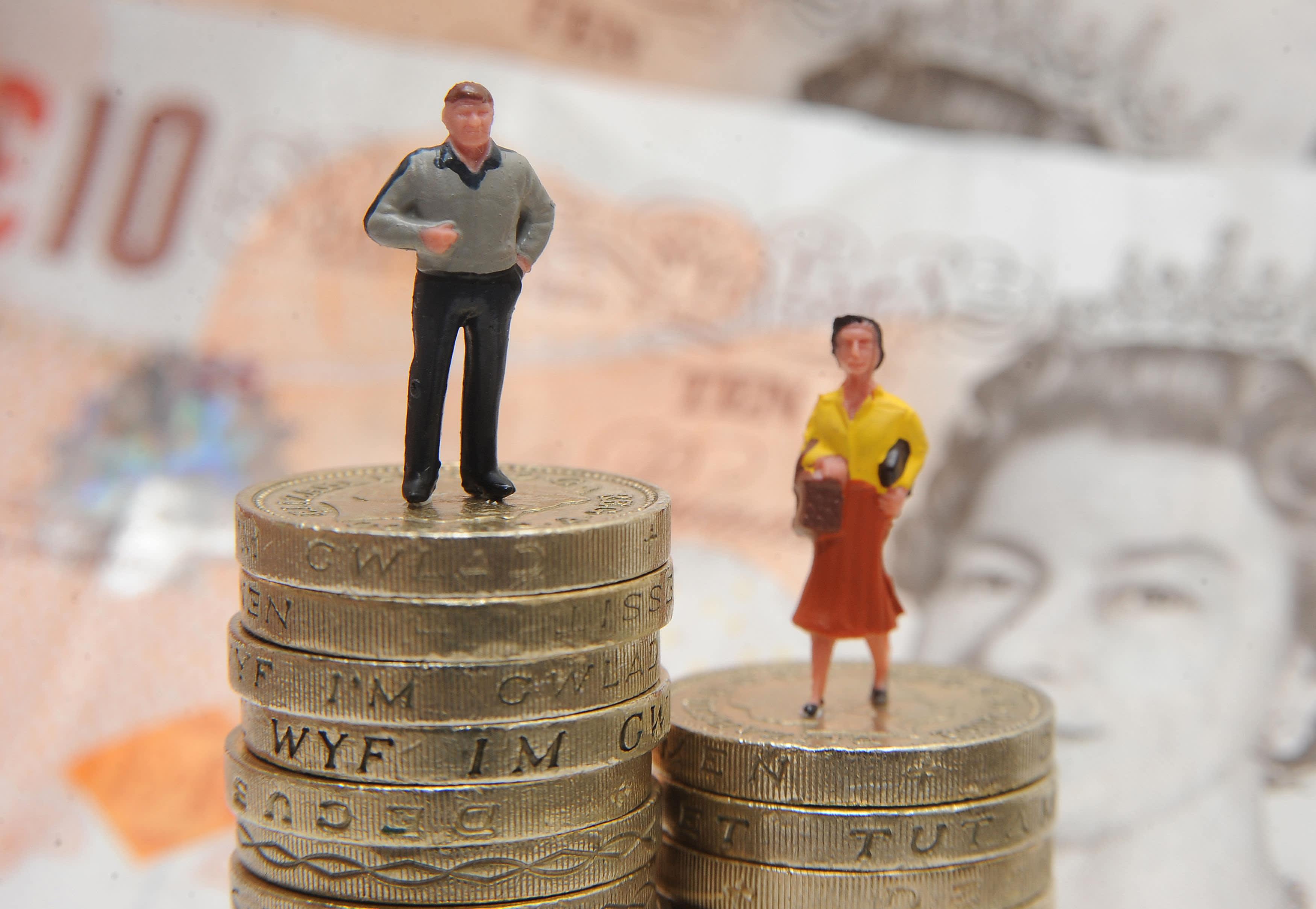 Auto-enrolment gender gap increases 40%