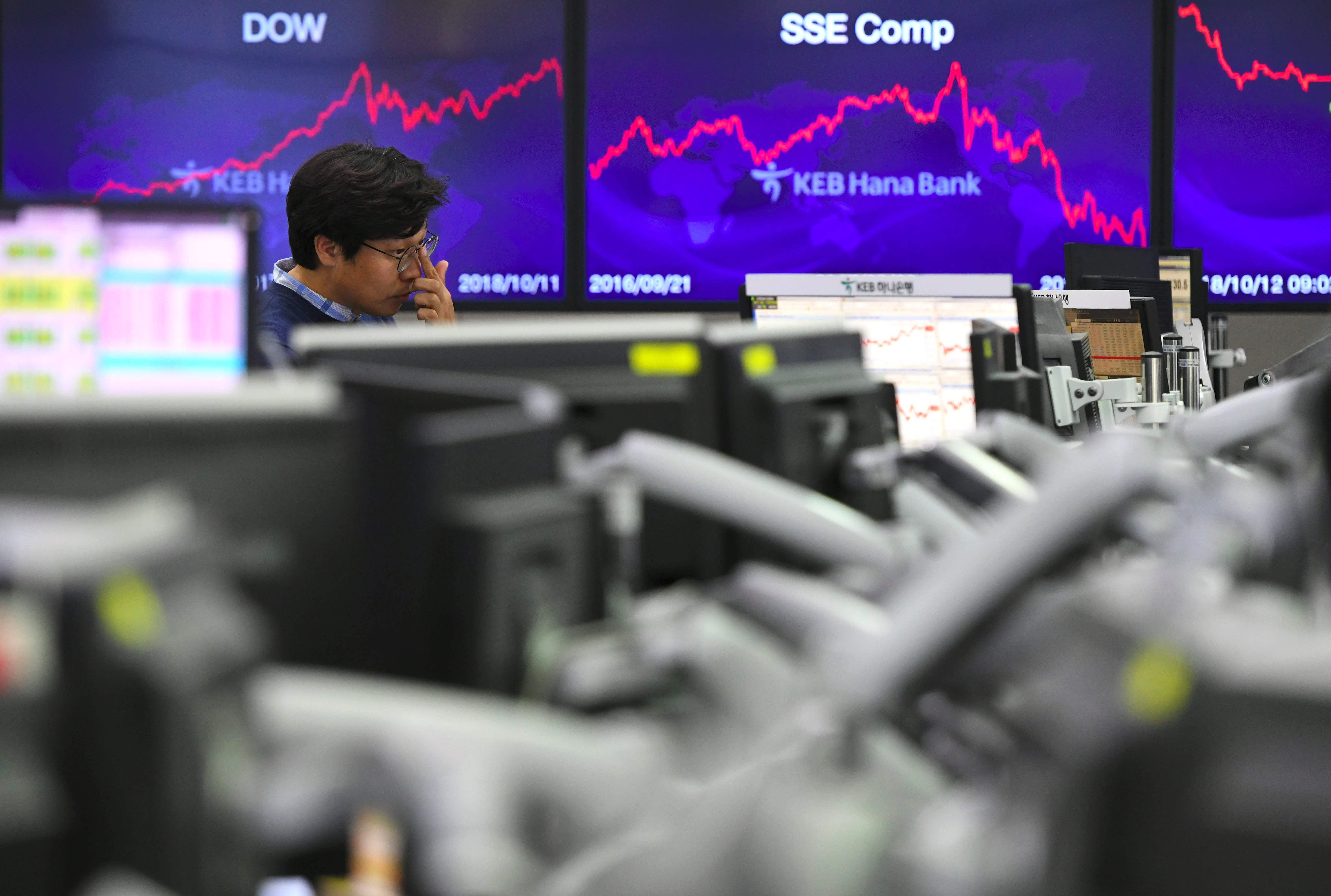 Investors withdraw £1.6bn from equities in August