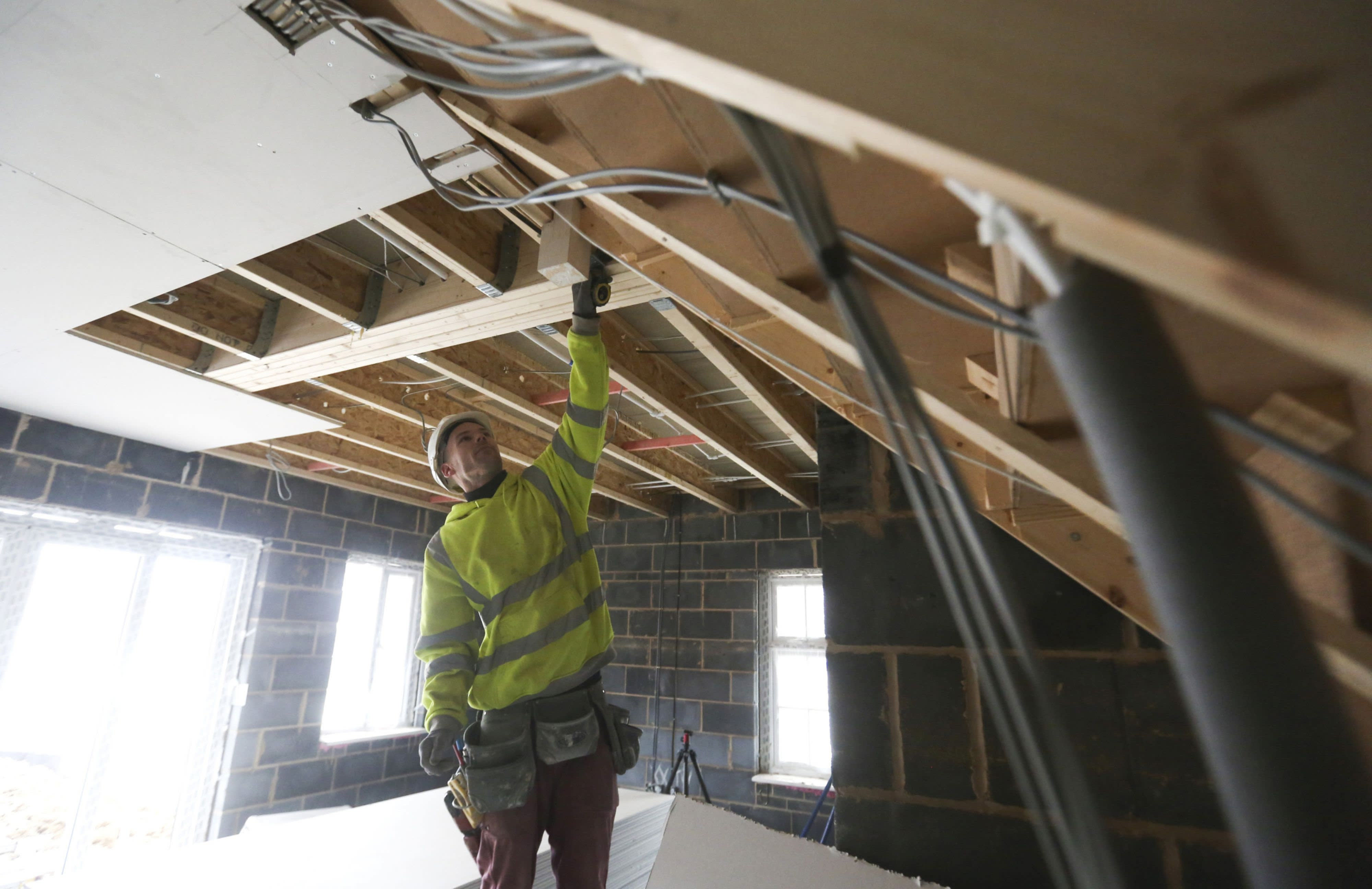 Government reviews Right to Build