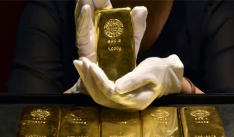 Investors turn to gold amid market turmoil