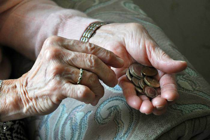Pensioners' income remains flat over 7 years