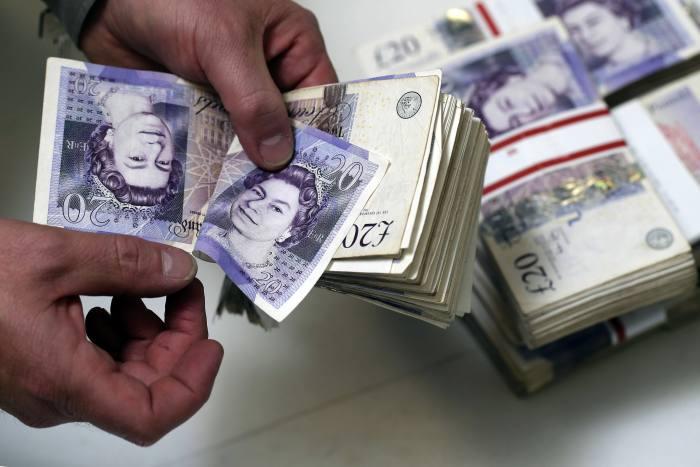 Crisis flight to cash leaves investors £50k behind