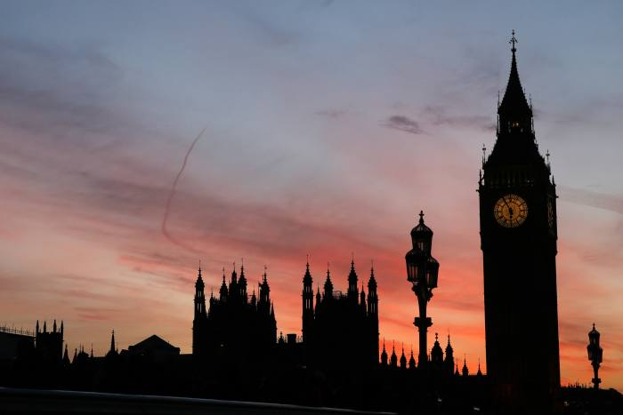 MPs voice 'concern' over FOS as cases sit open for two years