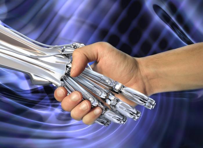 Robo-adviser to hire human advisers