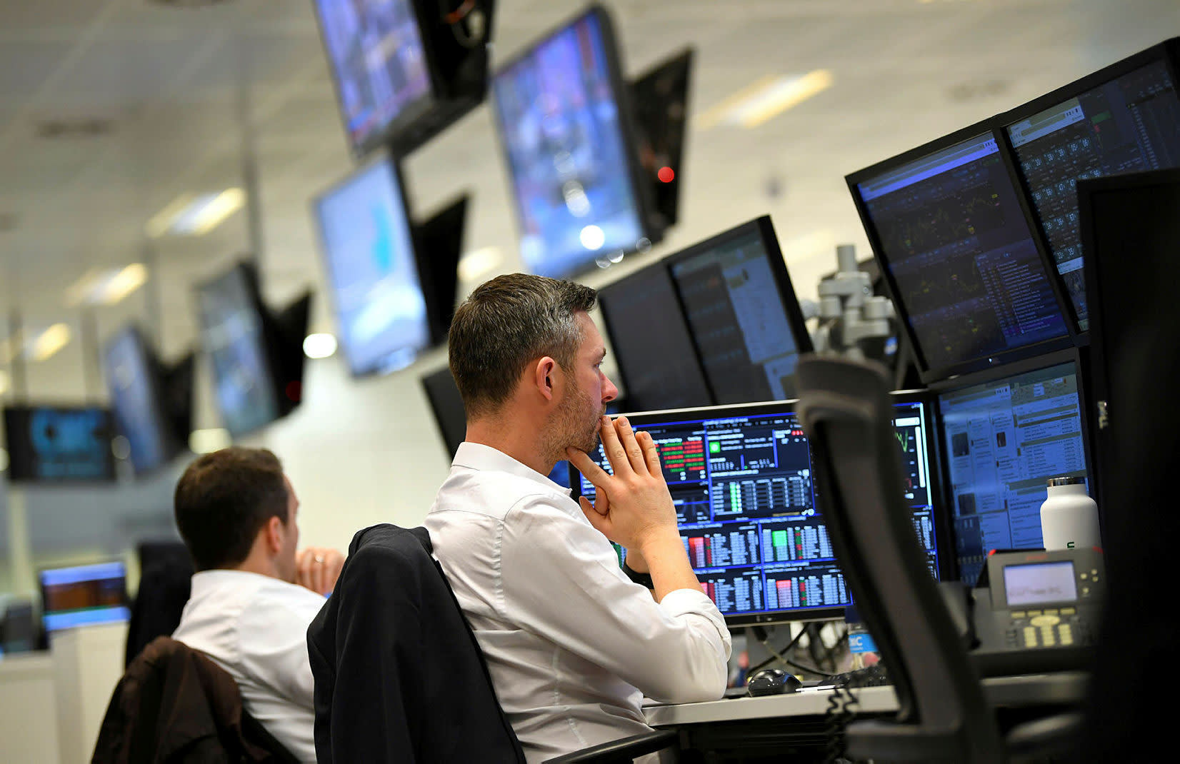 Outlook for corporate bonds weak due to Brexit uncertainty