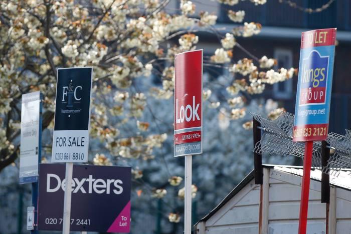 Brokers upbeat in face of third lockdown