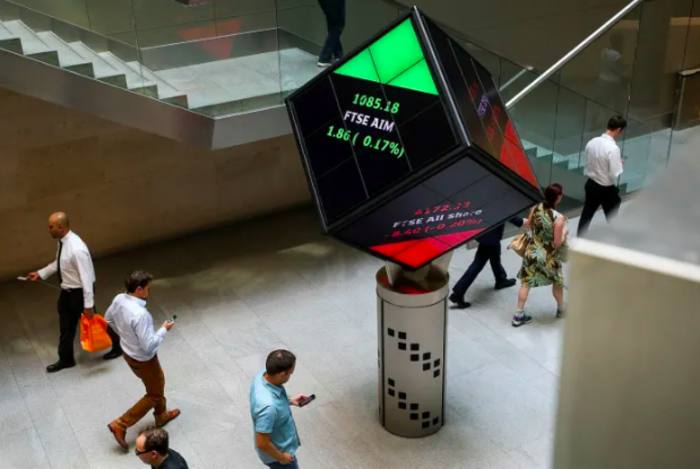FTSE creeps up at glimpse of lockdown exit