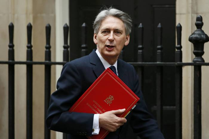 Chancellor reveals Budget plan for 300,000 homes a year