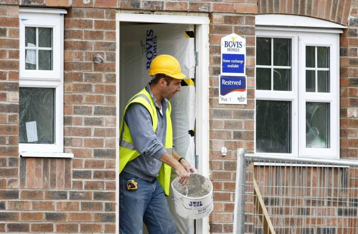 Mortgage lenders soothe fears over new build issues