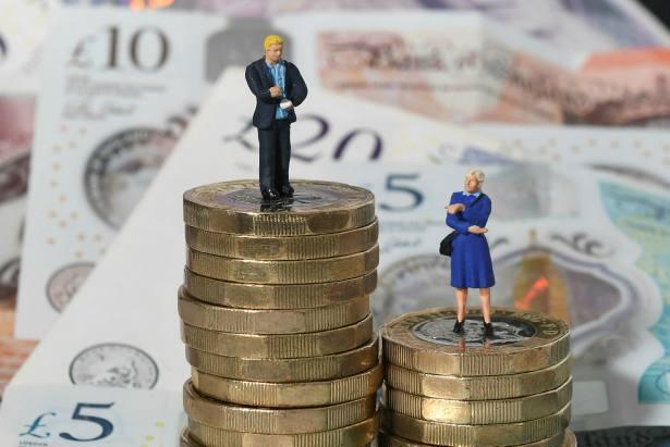 Women play 'catch up' as more men seek financial advice