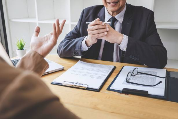 How to use recruitment consultants for paraplanners