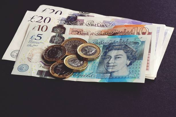 Investors withdraw £900m a month from UK equity funds