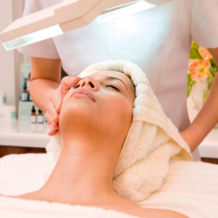 A skin consultation at EF Medispa prior to a facial treatment.
