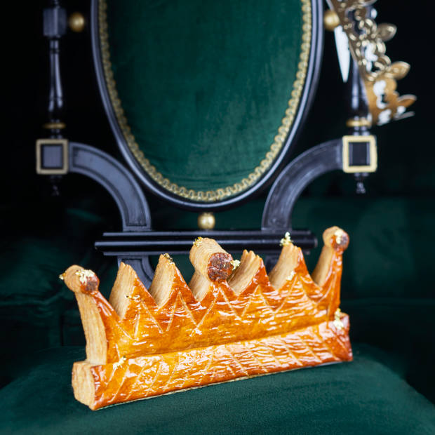 La Réserve Paris' cake is shaped like a crown, with a hidden fève shaped like a tiny elephant