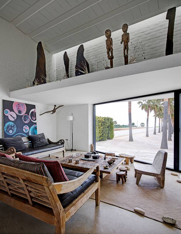 The living room/kitchen pavilion of José Manuel Ferrater's home in Les Cases d'Alcanar, Spain, by OAB's Carlos Ferrater