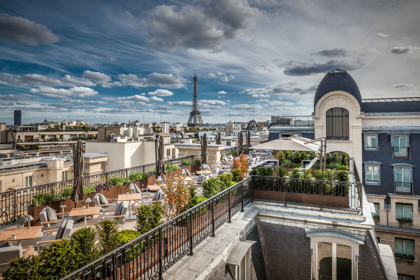 L'Oiseau Blanc, the rooftop restaurant at The Peninsula Paris, with200-degree views of the city